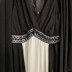 ASHRO long stunning black & white long dress